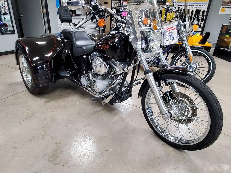 SOLD – Harley 2004 FXSTC Softail Trike